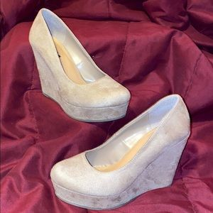 Soda- Light Taupe, 8M- Suede Wedge